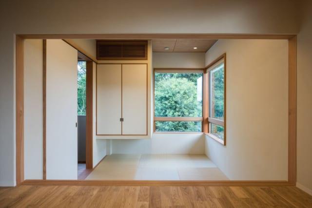 中2階 和室/ダイニングから見た中2階の和室。2階よりも床の高さが40㎝ほど低くなっており、見た目の変化も楽しめる