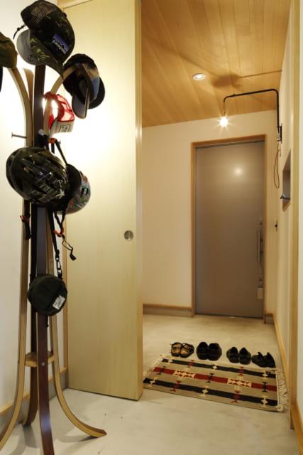 1階 土間/ユーティリティースペースとして活用できる土間。扉で仕切れば、それぞれ玄関と小部屋として利用可能