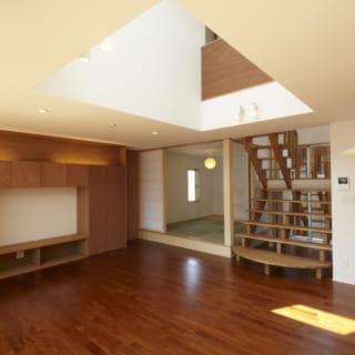 リビングから見た和室/1階にはリビングのほか、ご両親が泊まりに来たときのための和室も用意された