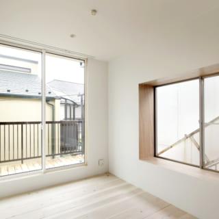 2階の個室。こちらも白い壁に杉の床材を使ったシンプルなつくりとなっている