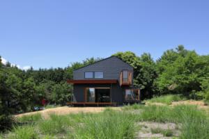 東京から山梨に移住した家族が目指したのは、地域とののりしろ空間。