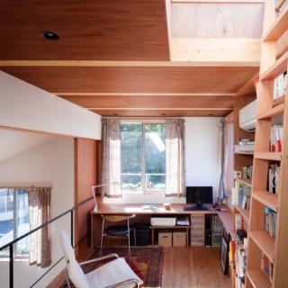 2階上部のライブラリー。梯子の上のハッチを開けたところ。ここから屋上に上がることができる