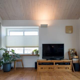 リビング等、居室の照明は天井直付けのシーリングライトを使わずに計画。明るすぎないぐらいが奥様の好みなのだとか