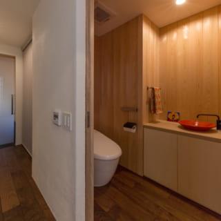 トイレは1階と2階にそれぞれある。将来を見据えた、段差のないバリアフリー設計