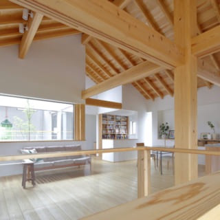 キッチンの横にある大黒柱は岩瀬さんがご家族をが常陸太田の森林に招待し伐採してきたもので、木が好きな旦那さんの大のお気に入りだそう