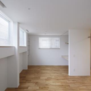 1階 子ども部屋/家の南側は2層構造。1層目は子ども部屋。将来的には2部屋に区切ることもできるシンプルな設計だ。2層目の上階は天井高のLDK
