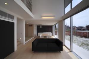 建物と設備の相乗効果で環境負荷を低減する実験的エコ住宅