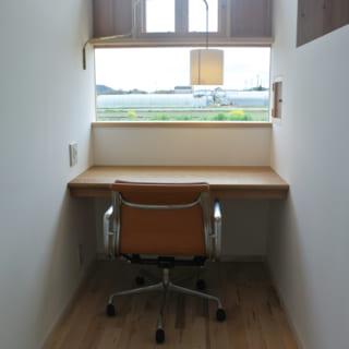 Y様の個室ではスキップフロア空間をベッドに。壁を仕切りにして、その下は隣室の奥様のベッドスペースになっている