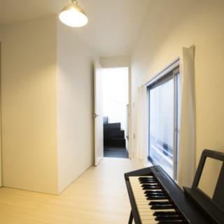 1階 納戸/1階には押し入れ付きの納戸を設け、荷物を置くほかにもフレキシブルな活用ができるようになっている