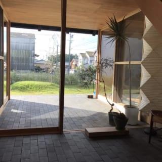 インナーテラスの横には、他の室内とは繋がっていない独立した離れ感覚の個室空間もある