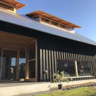 インナーテラスにはドアをつける計画もあり、ドアをつければ、ここは昔の日本家屋でいう「土間」のように利用できる