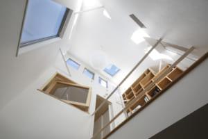 テーマは「日本建築の茶室」。光の陰影を生かした旗竿の家