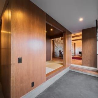 玄関から直接上がることができる畳コーナー。リビングからも続くスペースなので、気軽にごろ寝できる。