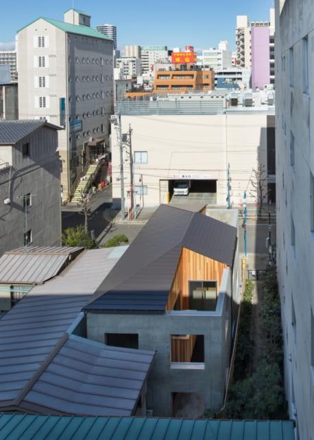 コンクリート外壁と内側の木造建物がつながったK様邸。上から見ると、木造建物が「ト」の字形になっていることがよくわかる