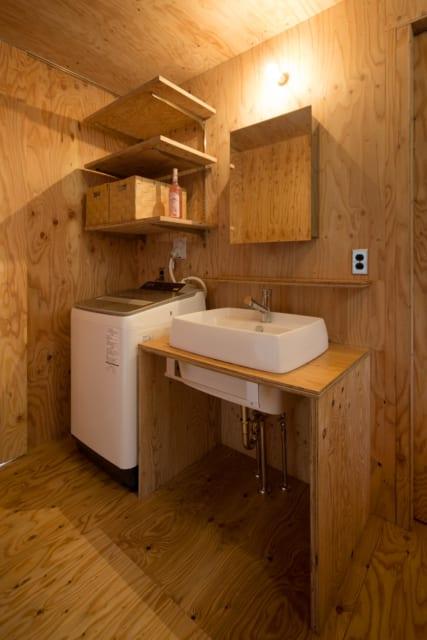水回りも使いやすさを重視したシンプル設計。必要に応じて棚を取りつけることもできるという