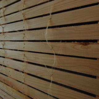 漆喰塗り壁をひび割れなどから守るため、下地には竹小舞のさらに外側に「ひげこ」も付けるなど丁寧な仕事だ