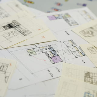 富田さんは要望をヒアリングして、土地を見て、まず大まかな間取り案のラフ画を多数描くという。その中から、お施主様にどの間取り案をベースにするか話して方向性を決めていく