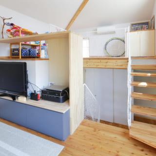 リビングの上に設けられた7畳ほどの広さのライブラリーは、将来子ども部屋かゲストルームとして使われる予定