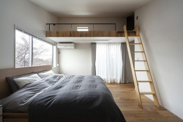 2階には、寝室と洗面や風呂場などの水回り。大容量のロフトはまさに籠もった空間を実現