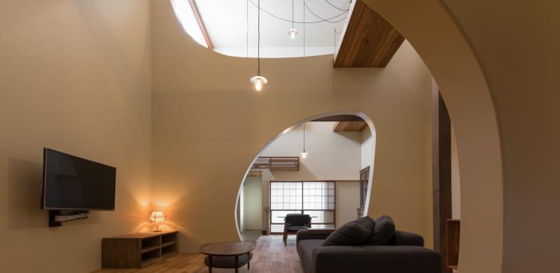 空間の快適さを高める曲線の壁全ての人にデザインを