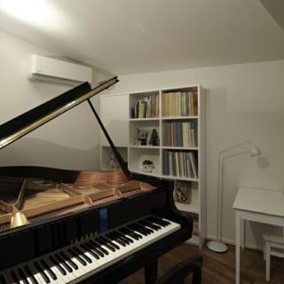 1階ピアノ教室の練習室。壁も床も二重にしてあり、防音は完璧。気兼ねなく演奏を楽しめる