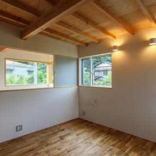 2階の個室も、豊かな緑が広がる心地よい空間。家族が増えたときには子ども部屋として使うことができる