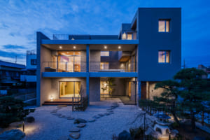 風格漂う佇まいと住み心地のよい上質空間。 災害から家族を守る、強く美しい家