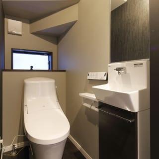 階段下のスペースを有効に活用してトイレを設置