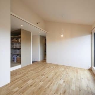 2階フリースペースは、将来、子ども室にすることも可能。奥には大きなファミリークローゼットがある