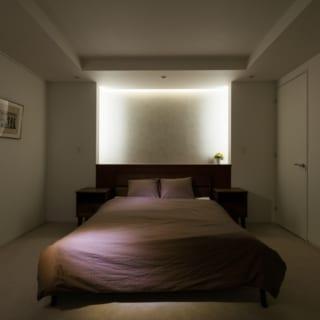 地階にはゲストが宿泊できる客室も用意。間接照明が安らぎを演出するホテルライクな空間だ