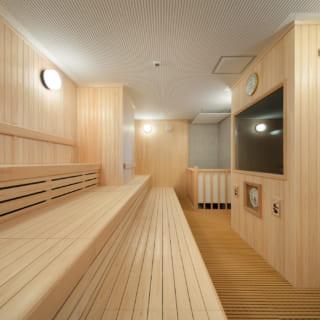 【2階・3階/大人ゾーン】大人ゾーンのサウナ。大人ゾーンは2階に女性用、3階に男性用の設備をまとめている。どちらのフロアもサウナ、浴場、岩盤浴など、利用者同士の交流を生むスペースが豊富