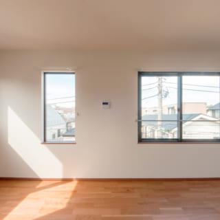 賃貸B住戸、3階LDKの一角。周辺は2階建ての家が多いため、3階のLDKは見晴らしがよく、カーテンや窓を開けても人の目が気にならない