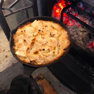 薪ストーブの醍醐味の1つである、オーブン料理。冬にはご近所さんに牡蠣を振る舞うこともあるのだとか