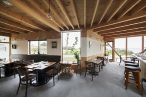 里海の暮らしがすぐそこに。 自然の恵みを体感できる店舗併用住宅