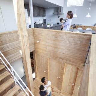 吹穴のおかげで1階と2階の一体感も十分。2階にいても1階の様子がよくわかり、気軽に声をかけ合える