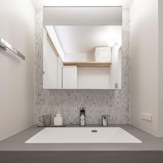 すっきりと上品にまとめられたホテルライクな洗面台
