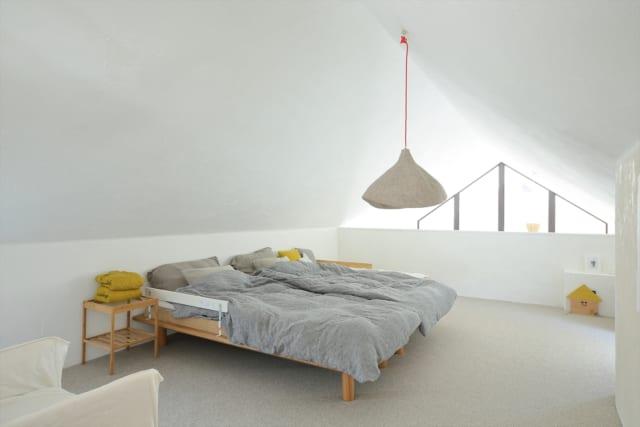 ロフトは、家の中に用途を限定しない部屋があるといいのではと考え、設けた。寝室とした部屋は別にあるが、現在、「子どもが小さく、ロフトのほうが近い距離感で使い勝手がよい」とのことで家族の寝室として使用している