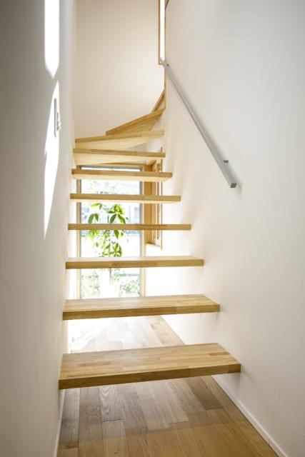 階段は「抜け感、透け感はあるけれども、怖さは感じないようにこだわりました」と渡辺さん。