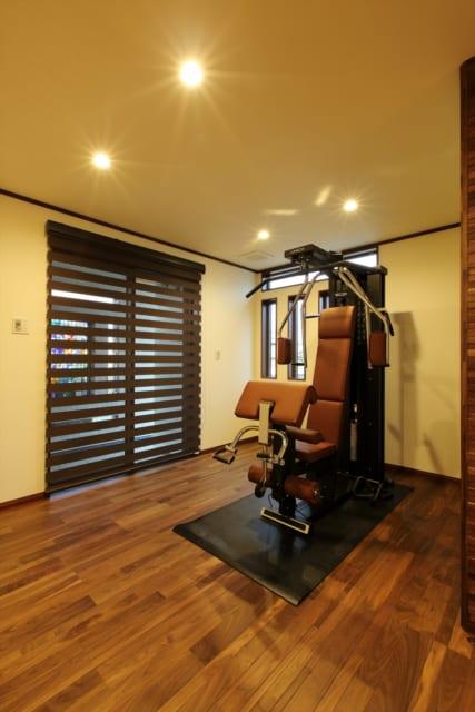 リビング横のスペースには、トレーニングマシンを設置。いつでも気軽にトレーニングができる