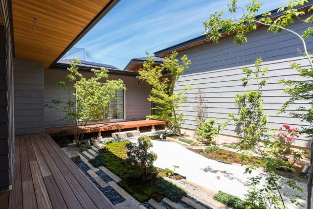 庭自体は、M様が自身で手配した造園屋さんの作。庭の照明計画にはこだわり、塚本さんも一緒に考えた