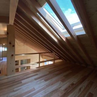 天窓が設けられたベッドルームは、空を眺めながらゆっくりとした時間を過ごせるくつろぎのスペース