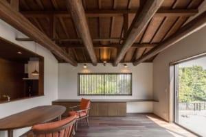 築40年の日本家屋の梁や構造材を活用し 古民家然とした和モダンな家にリフォーム