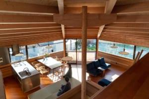 まちに開かれた1階、家族のための2階。 周辺環境をも豊かにする、オセロハウス