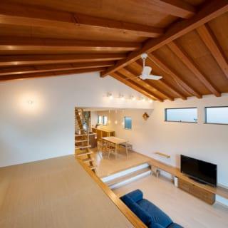 スキップフロアには、書斎として利用できるよう畳敷きのスペースもあり、ゆくゆくはカウンターも付ける予定