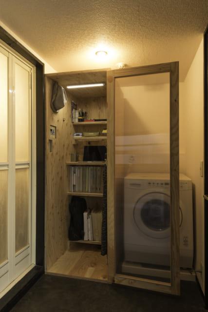 ご主人用のボックスルーム。デッドスペースになりそうなところにも置けるサイズで、空間を有効活用できる