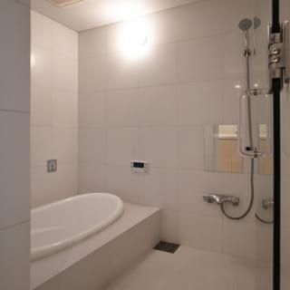 賃貸住戸2階の浴室。バスタブはJAXSONのブロー機能付き。ハイスペックな水まわりも人気物件の要素