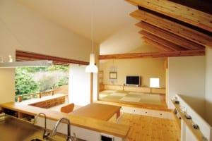開放感抜群の、壁が少ない木造住宅。 SE構法が実現した、内部と外部が繋がる家