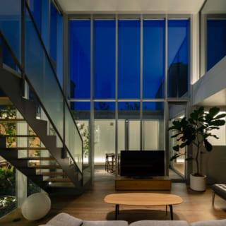 建物に囲まれているため、周囲の視線を気にせず夜空を楽しむことができる