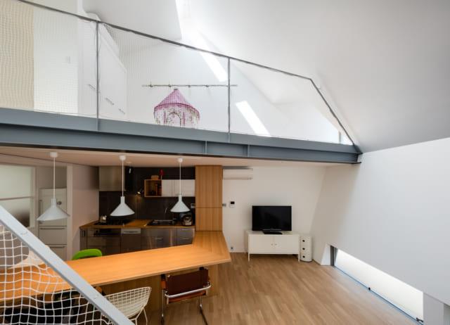 キッチンカウンターとスタディスペースはラインを合わせ、デザイン的な美しさも演出