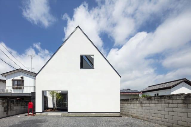 一見すると、シンプルな切妻屋根の家のように見えるが・・・